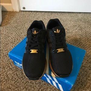 le adidas rose d'oro, scarpe da ginnastica poshmark flusso torsione zx